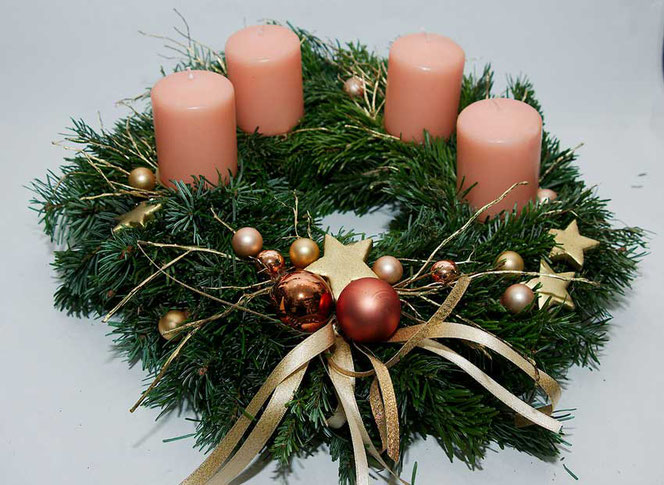 Adventskranz gold apricot