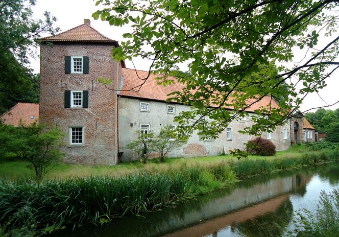 Die Burg Berum in Ostfriesland - heute ein Gästehaus