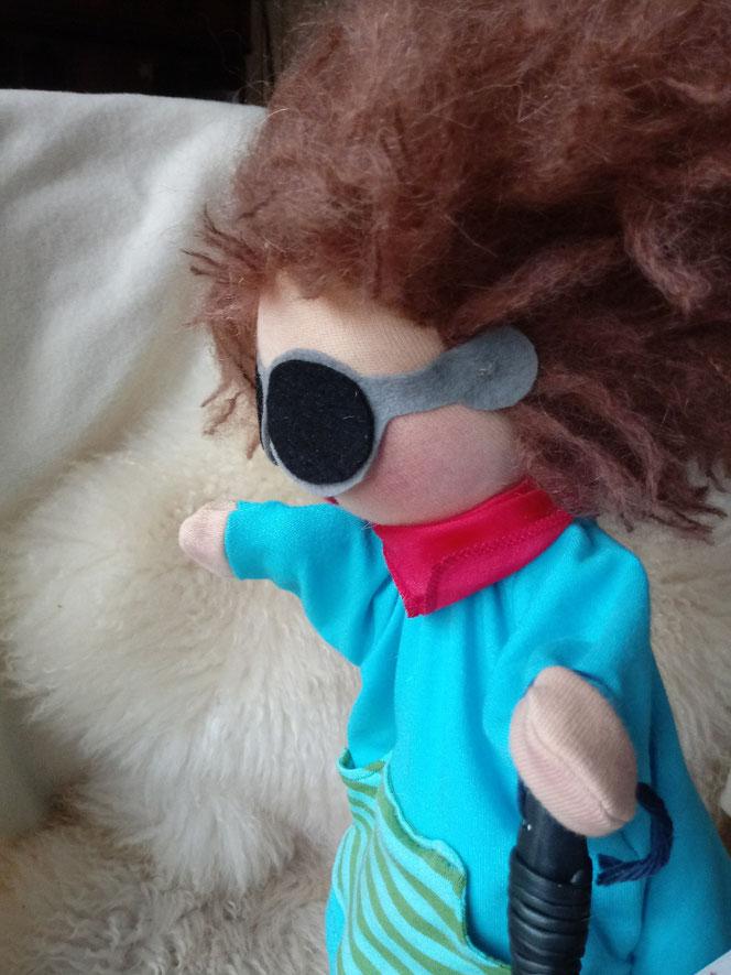 Stoffpuppe, Handpuppe, Waldorfart, blinde Puppe, Miteinander, Alle sind anders, Anderssein, Wunschpuppe, individuelle Puppe, Inklusion, blinde Puppe, Puppe für Kinder mit beesonderen Bedürfnissen, Puppe für Kinder mit Behinderung, Puppe für blindes Kind,