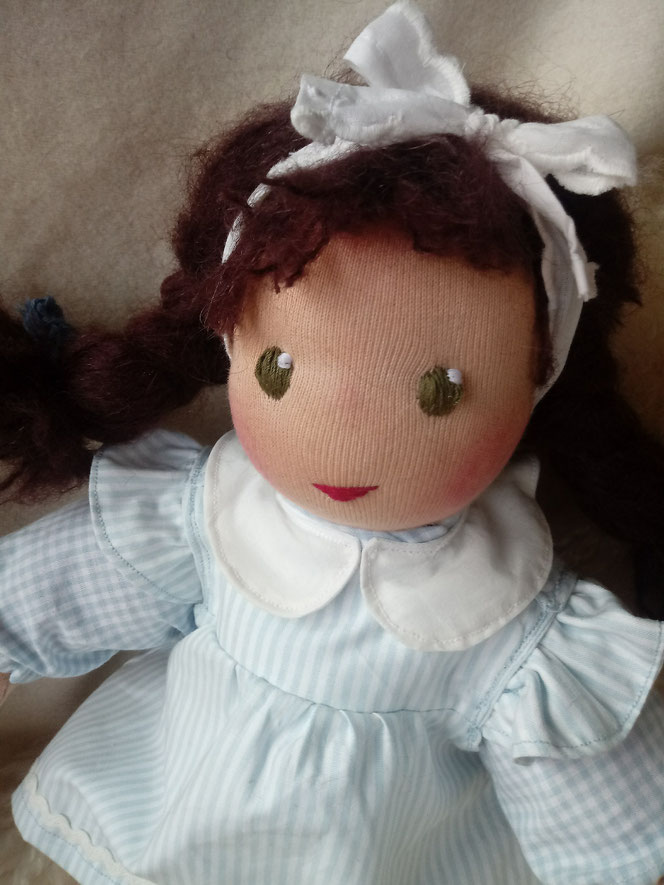 Bio-Stoffpuppe, Puppe für das innere Kind, Waldorfart, handgemachte Puppe, handgefertigt, inneres-Kind-Puppe, Selbstliebe, Selbstakzeptanz, Puppenhandwerk, bio-fair, individuelle Puppe, Wunschpuppe, Puppenfreundin, ökofairliebt