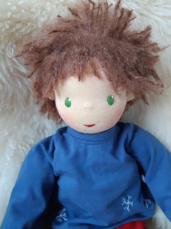 Bio-Stoffpuppe, Zwergenpuppe, Waldorfart, handgemachte Puppe, handgefertigt, Wunschpuppe, individuelle Puppe, ökologische Kinderpuppe, Naturmaterial, bio-fair, ökofairliebt, Puppenfreund, Puppe fürs Leben, Puppenhandwerk, innere Kind Puppe