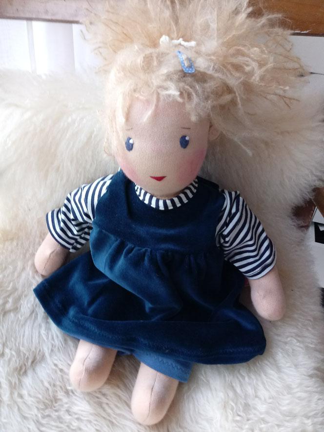 Stoffpuppe, Bio-Stoffpuppe, Waldorfart, ökologische Kinderpuppe, Wunschpuppe, individuelle Puppe passend zum Kind, handgemachte Puppe, Puppenhandwerk, Jennifer Kliem, Jennys Puppen, Puppenfreundin, Lieblingspuppe, Puppenschwester