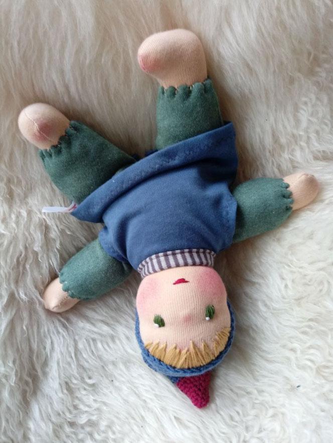 Erstlingspuppe, erste Puppe, Schlamperle nach Waldorfart, ökologische Kinderpuppe, Puppe nach Wunsch, Wunschpuppe, individuelle Puppe passend zum Kind, Kuschelpuppe, Puppenhandwerk, ökofaire Puppe, ökofairliebt, Puppenfreundin, handgemachte Puppe, biofair