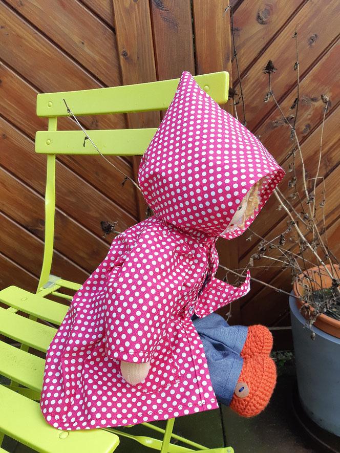Bio-Stoffpuppe, individuelle Puppe passend zum Kind, Waldorfart, Puppenfreundin, Wunschpuppe, Puppenregenmantel, bio-fair, ökofairliebt, handgemacht, Handarbeit, handgefertigt, Selbstakzeptanz, Naturmaterial, Puppenhandwerk, nachhaltiges Spielzeug