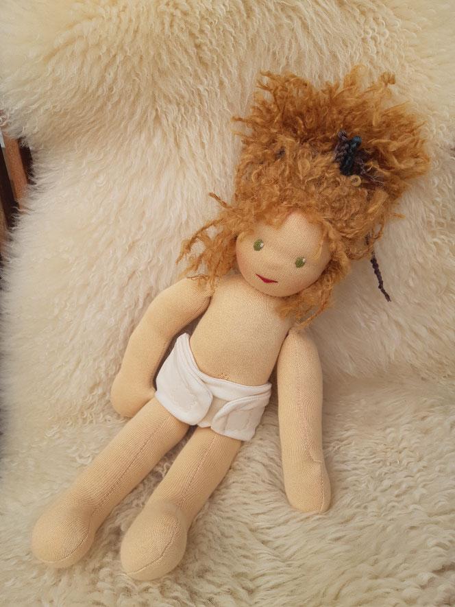 Bio-Stoffpuppe, innere Kind Puppe, inneres Kind heilen, individuelle Puppe, Waldorfart, Wunschpuppe, ökologisch, bio-fair, ökofairliebt, Selbstliebe, Selbstakzeptanz, Naturmaterial, Puppenhandwerk, handgemacht, Puppenfreundin, Beziehung zu sich selbst