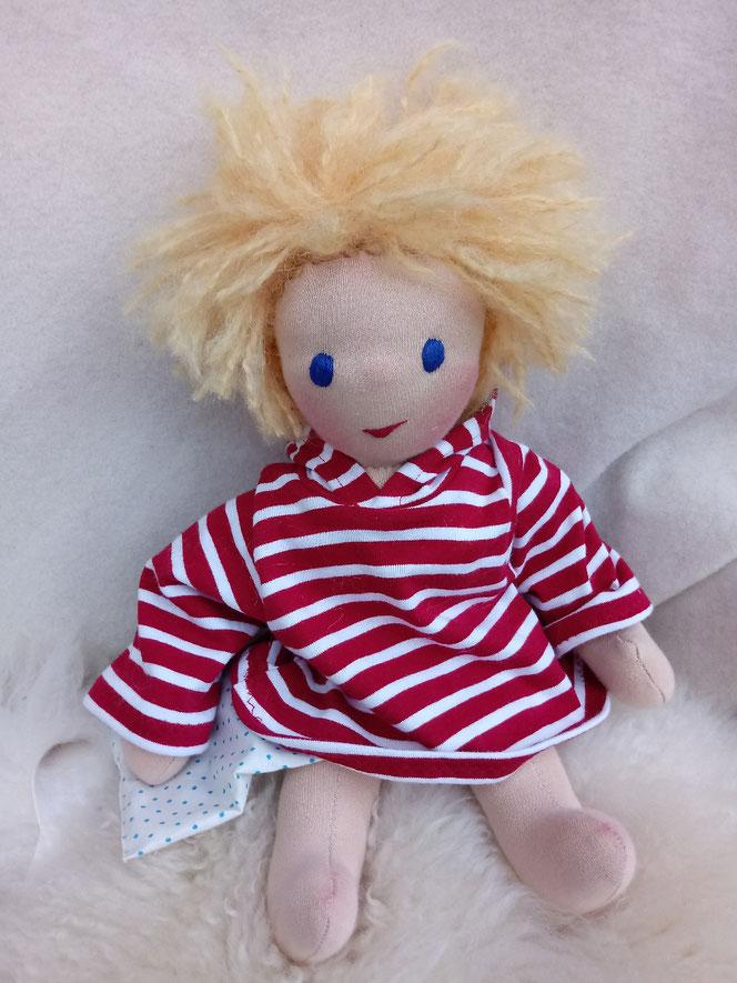 Puppe für das innere Kind, das innere Kind heilen, Psychotherapie, Selbstakzeptanz, Selbstliebe, Empowerment, Puppenfreund, individuelle Puppe, Wunschpuppe, Puppenjunge, Waldorfart, Bio-Stoffpuppe, Puppenhandwerk, handgemachte Puppe, handgefertigt