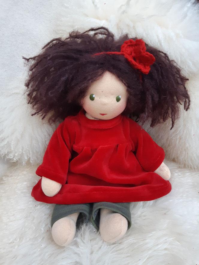 Bio-Stoffpuppe, individuelle Puppe passend zum Kind, Waldorfart, innere Kind Puppe, Selbstakzeptanz stärken, Wunschpuppe, Puppenfreundin, handgemachte Puppe, bio-fair, ökofairliebt, das innere Kind heilen, Naturmaterial, Puppenhandwerk