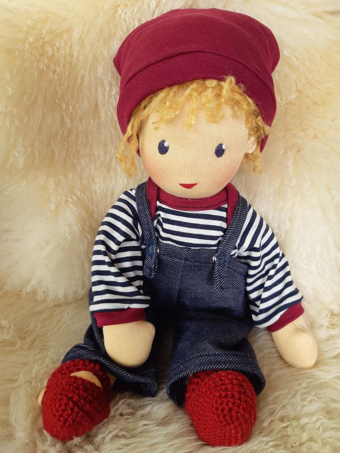 Puppenfreundin, Bio-Stoffpuppe, handgemachte Puppe, Waldorfart, handgefertigt, Puppenhandwerk, individuelle Puppe passend zum Kind, ökologische Kinderpuppe, Wunschpuppe, bio-fair, ökofairliebt, Naturmaterial, Puppe mit Schnuller, nachhaltiges Spielzeug