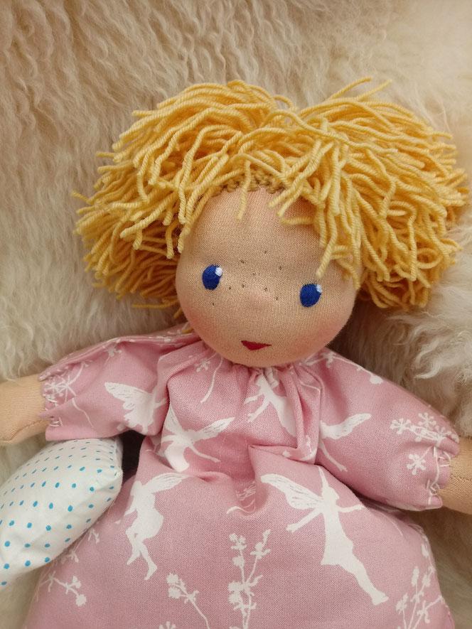 Inneres-Kind-Puppe, handgemacht, Bio-Stoffpuppe, Selbstakzeptanz, Selbstliebe, Waldorfart, Wunschpuppe, individuelle Puppe passend zum Kind, Puppe die so aussieht wie man selber, ökologische Kinderpuppe, Waldorfpädagogik, Naturmaterial, bio-fair