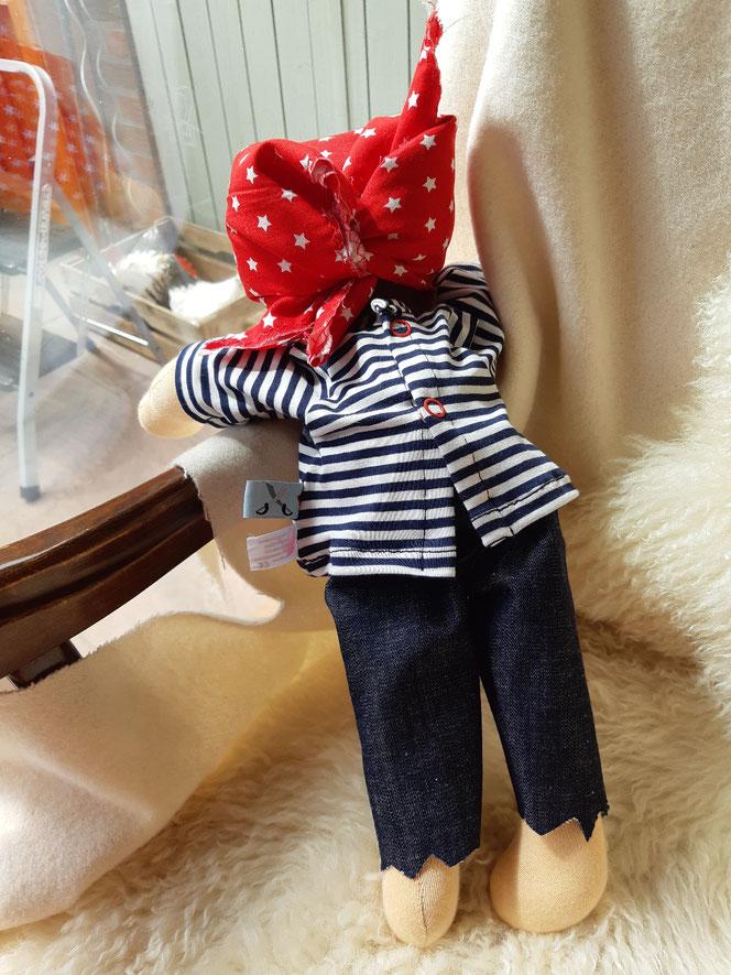 Bio-Stoffpuppe, individuelle Puppe passend zum Kind, Waldorfart, Piratenpuppe, handgemachte Puppe, handgefertigt, Wunschpuppe, ökologische Kinderpuppe, Naturmaterial. bio-fair, ökofairliebt, Puppenhandwerk, Puppenfreundin, plastikfrei, Selbstakzeptanz