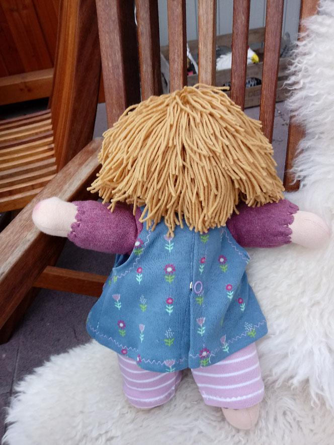 Bio-Stoffpuppe, Waldorfart, handgemachte Puppe, ökologische Kinderpuppe, individuelle Puppe, Puppe nach Wunsch, Wunschpuppe, Puppe mit Muttermal, Leberfleck, Feuermal, Diversität, Schlamperle
