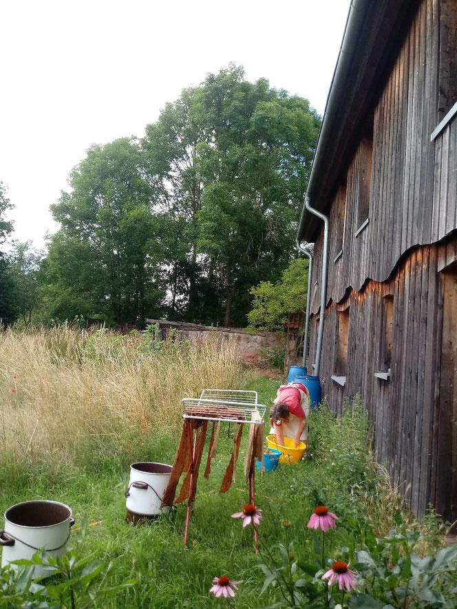 Pflanzenfärben, Workshop, Erdenlicht, Anke Dübler, Tobias Dübler, Wolle, Henna, Kurkuma, selber färben, handgesponnen, Naturmaterial, Bio-Bauernhof