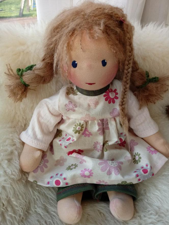 Bio-Stoffpuppe, Puppenfreundin, handgemachte Puppe, Puppenhandwerk, ökologische Kinderpuppe, Puppe passend zum Kind, Wunschpuppe, Puppe nach Wunsch, erste Puppe, Puppenfreund, Nuckelpüppchen, ökofaire Puppe, Waldorfart