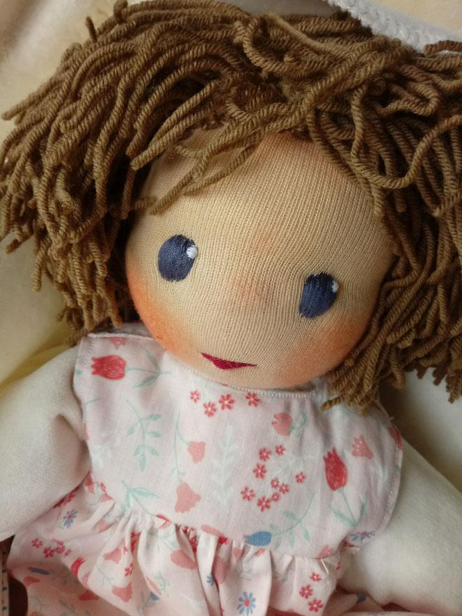 Bio-Stoffpuppe, Wunschpuppe, handgemachte Puppe, handgefertigt, Puppenhandwerk, ökologische Kinderpuppe, individuelle Puppe passend zum Kind, ökofairliebt, bio-fair, Naturmaterial, Puppenfreundin, Kuschelpuppe, erste Puppe
