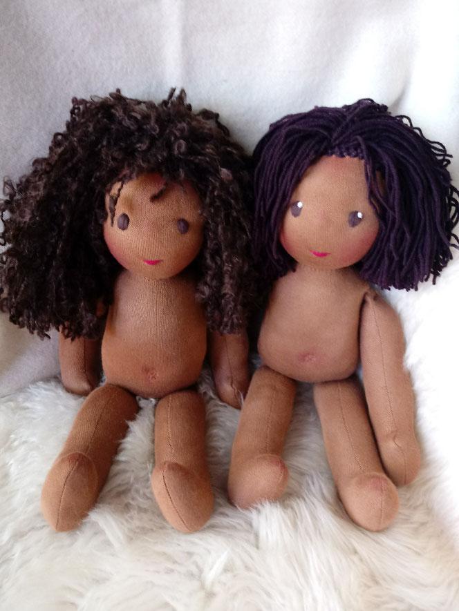 Bio-Stoffpuppe, afrikanische Puppe, dunkelhäutig, afro-amerikanisch. farbige Puppe, aldorfart, Wunschpuppe, ökofairliebt, biofair, individuelle Puppe passend zum Kind, Puppenhandwerk, handgemachte Stoffpuppe, Puppenfreunde