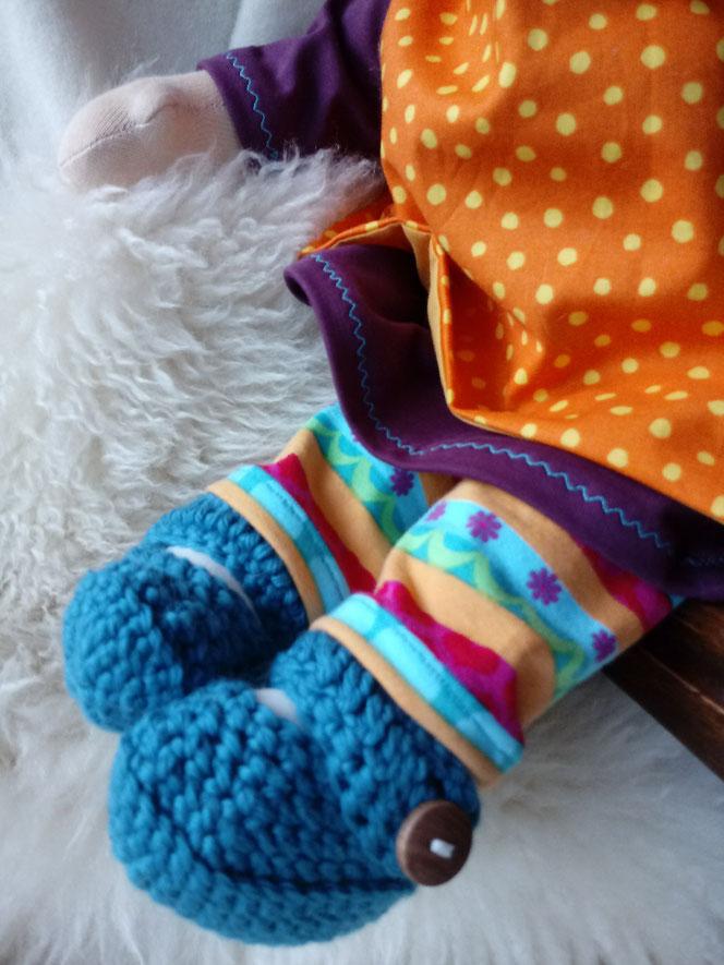 Bio-Stoffpuppe, individuelle Puppe passend zum Kind, Waldorfart, Puppe mit Sommersprossen, Empowerment, Wunschpuppe, ökologische Kinderpuppe, bio-fair, ökofairliebt, Selbstakzeptanz bei Kindern stärken, Naturmaterial, Puppenhandwerk, handgemacht