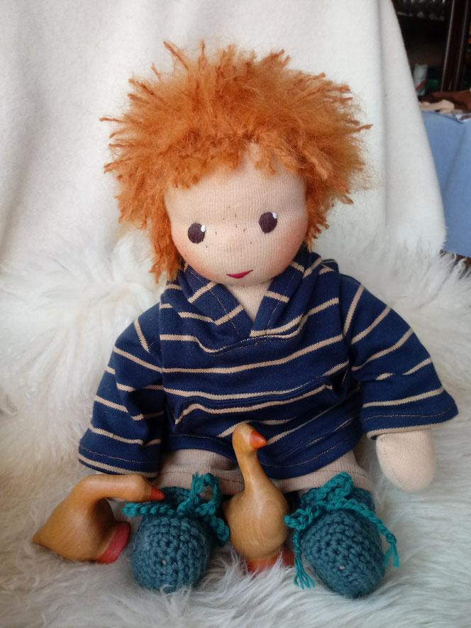 Bio-Stoffpuppe, Puppenhandwerk, Waldorfart, Wunschpuppe, individuelle Puppe passend zum Kind, handgemachte Puppe, handgefertigte Puppe, Jungspuppe, Jungenpuppe, Puppenjunge, Puppenfreund, Puppenkumpel, Waldorfpädagogik, Waldorferziehung, Puppenhandwerk
