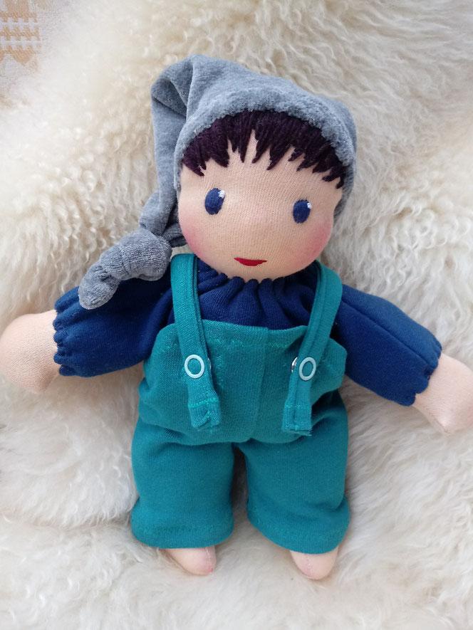 erste Puppe, Schlamperle, Waldorart, Erstlingspuppe, individuelle Puppe passend zum Kind, Wunschpuppe, ökologische Kinderpuppe, ökofairliebt, bio-fair, Naturmaterial, handgemachte Puppe, handgefertigt, Puppenhandwerk, Bio-Stoffpuppe, Puppenfreund