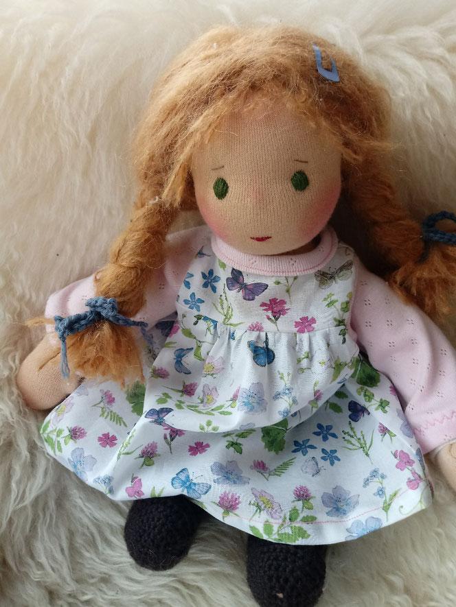 Inneres Kind, Heilungsanliegen, Psychotherapie, Stoffpuppe für, Bio-Stoffpuppe, handgemacht, Waldorfart, individuelle Puppe, Wunschpuppe, Puppenhandwerk, ökologische Puppe, Puppenfreundin, Puppe aus Naturmaterial, ökofairliebt