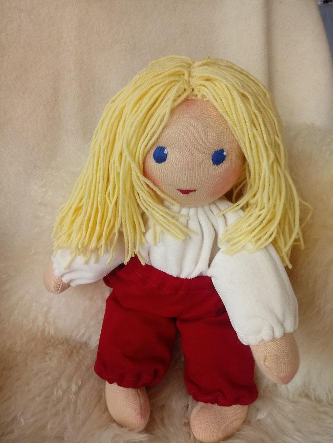 Bio-Stoffpuppe, handgemachte Puppe, Waldorfart, Schlamperle, erste Puppe, individuelle Puppe passend zum Kind, Wunschpuppe, ökologische Kinderpuppe, Puppenfreundin, Puppenhandwerk, handgefertigte Stoffpuppe, bio-fair, Naturmaterial