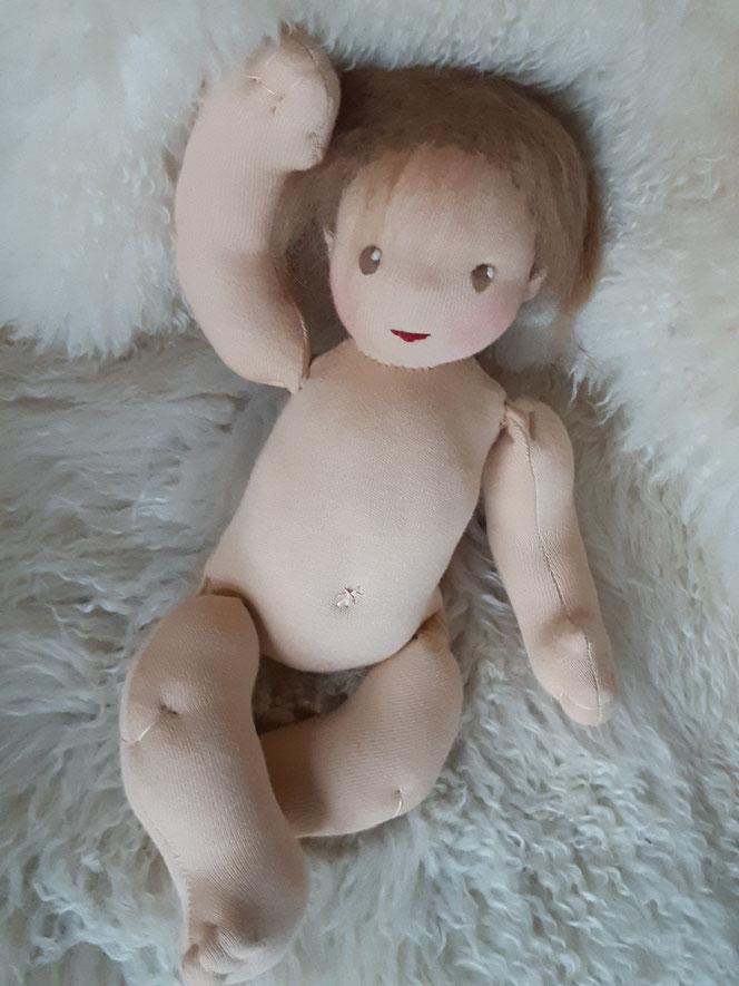 Bio-Stoffpuppe, individuelle Puppe passend zum Kind, Waldorfart, Babypuppe, Puppenbaby, genderneutral, Erziehung, Wunschpuppe, ökologische Kinderpuppe, bio-fair, ökofairliebt, Selbstakzeptanz, Naturmaterial, Puppenhandwerk, Puppe mit Schnuller, Magnet