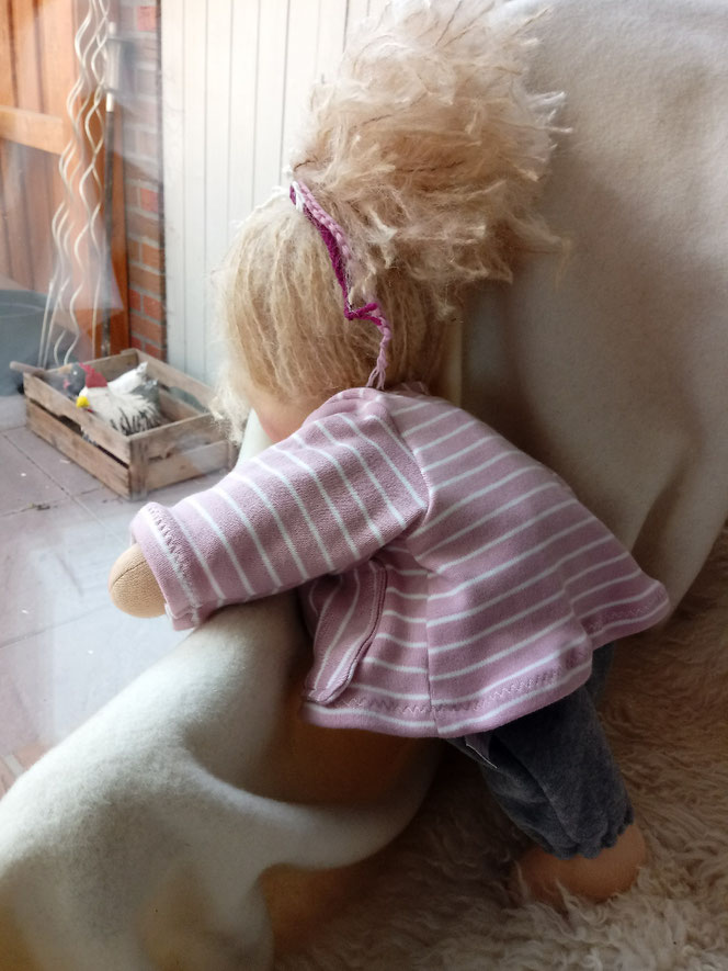 handgemachte Stoffpuppe, Bio-Stoffpuppe, Waldorfart, Puppenfreundin, Wegbegleiterin, Wunschpuppe, individuelle Puppe passend zum Kind, ökologische Kinderpuppe, Puppenhandwerk, Kuschelpuppe, ökofairliebt, bio-fair, Naturmaterial, Schlamperle Puppe