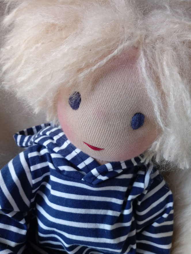 Bio-Stoffpuppe, Waldorfart, Puppenhandwerk, Wunschpuppe, individuelle Puppe passend zum Kind, handgemachte Stoffpuppe, handgefertigte Puppe, Jungspuppe, Puppenfreund, Puppenkumpel, Puppe für Jungen, Naturmaterial, ökofairliebt, bio-fair
