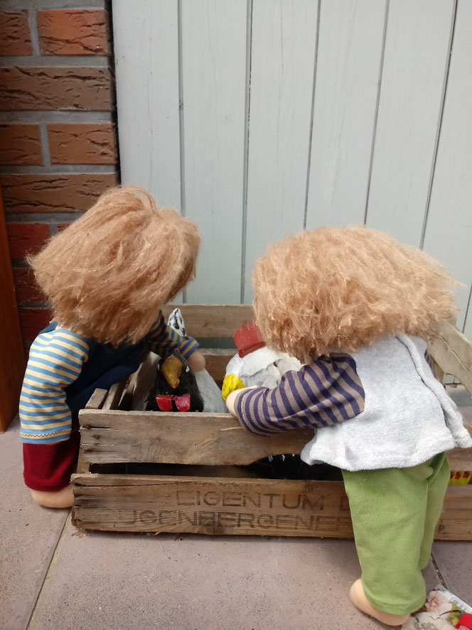 Puppenzwillinge, Zwillingspuppen, Bio-Stoffpuppe, handgemachte Puppe, Handarbeit, handgefertigt, Waldorfart, individuelle Wunschpuppe passend zum Kind, ökologische Kinderpuppe, ökofairliebte Wunschpuppen, bio-fair, Naturmaterial, Puppenhandwerk, Jenny