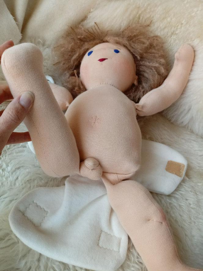 PuppBio-Stoffpuppe, Puppenjunge, handgemachte Puppe, handgefertigt, Waldorfart, Puppenfreund, Wunschpuppe, individuelle Puppe passend zum Kind, ökologische Kinderpuppe, ökofairliebt, Naturmaterial, bio-fair, Puppenhandwerk, Jungenpuppe, Puppenkumpel