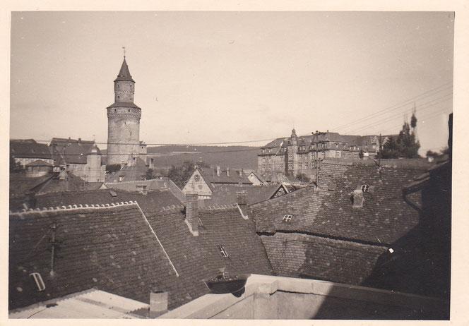 Blick auf Hexenturm und Schloss von einem Grundstück der unteren Escher Straße