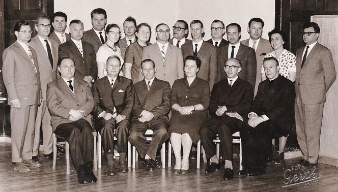 Ein noch älteres Foto: Die Lehrkörper 1963