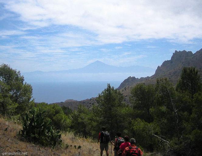 Am Horizont erkennt man den Teide auf  Teneriffa