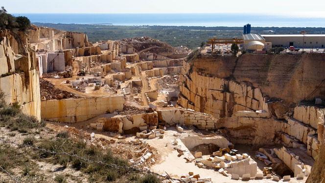 Blick in  den Marmorbruch südlich von Orosei