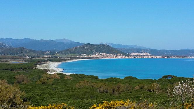 Der 10 km lange Strand von La Caletta reicht bis Santa Lucia
