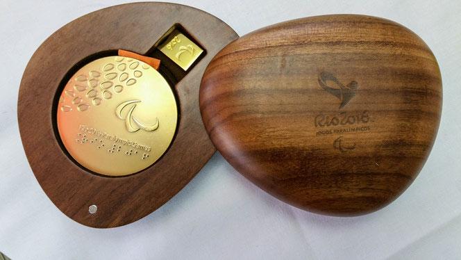 Eine der zwei Goldmedaillen, die Hans-Peter zu den Paralympics in Rio 2016 gewonnen hat!