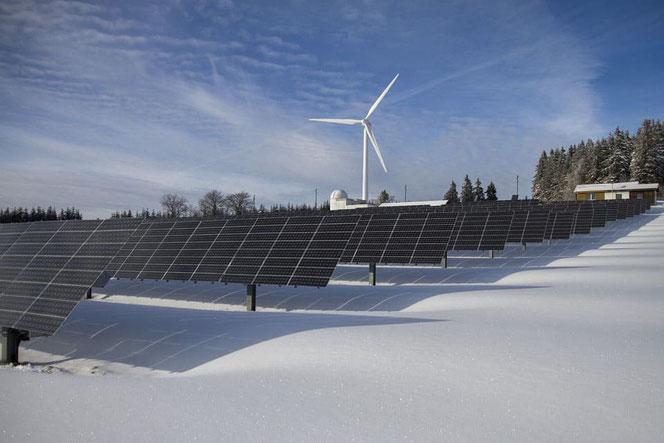 Wind und Sonne als erneuerbare Energiequellen