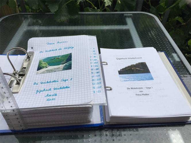 Petra Mettke/™Gigabuch Winkelsstein 01/Vergleich Originalmanuskript und Druckskript