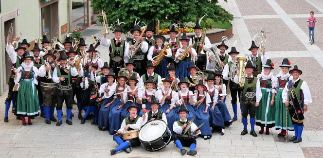 Die Stadtmusik Lienz in der Tracht von Merit Landhausmode