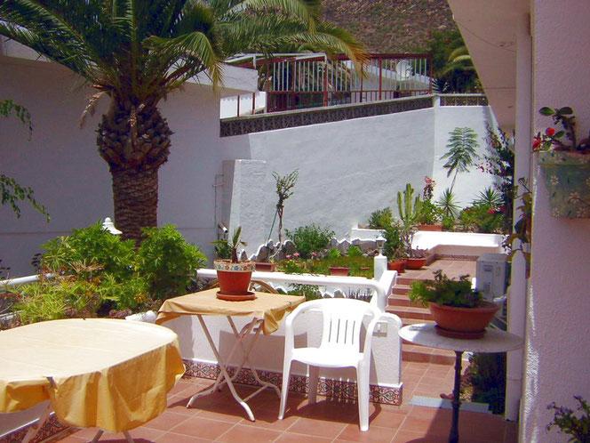 2.Terrasse auch mit Gartenmöblen zum relaxen und entspannen