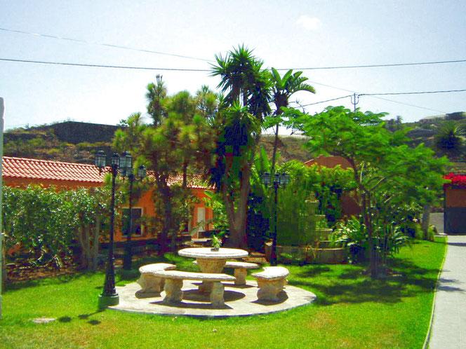 Lauschige Plätze im schön angelegten Garten.
