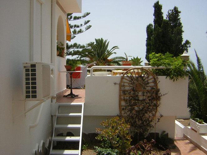 Von der Terrasse direkt in den Garten