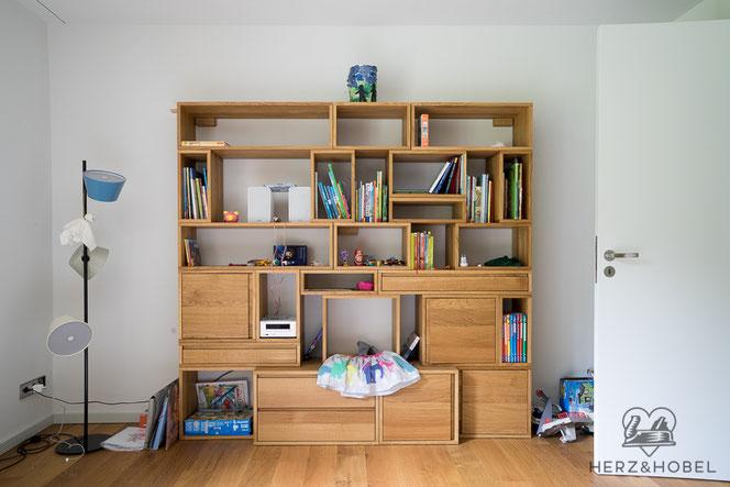 Die Elemente Lassen Sich Kinderleicht Durch Ein Einfaches Stecksystem Zu Einer Neuen Regallandschaft Umgestalten Das Hochbett Lasst Auf Alter Des