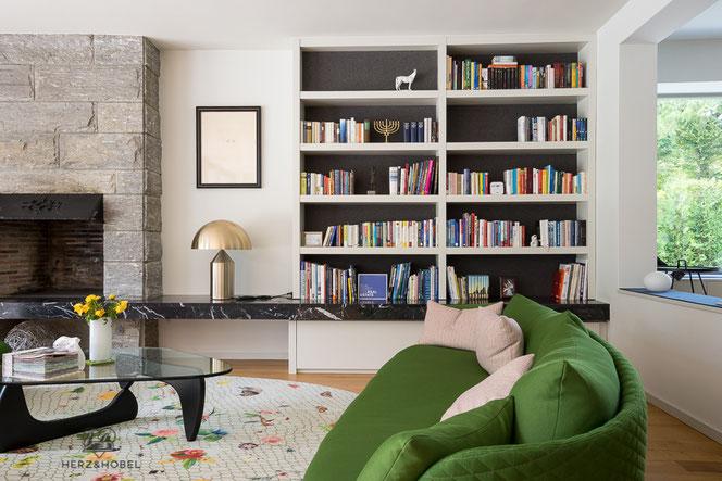Wohnzimmer | Buchregal | Sideboard | Herz & Hobel | Schreinerei München