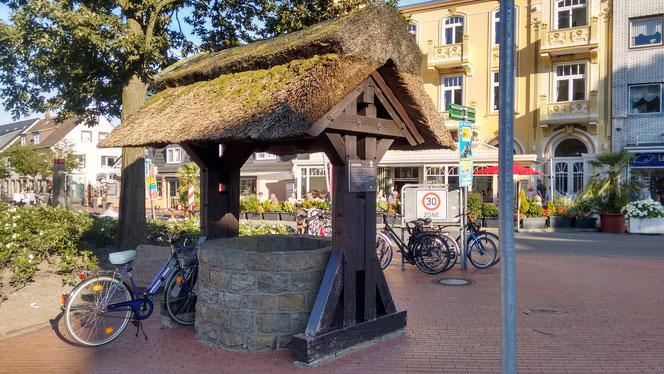 Der Duhner Dorfbrunnen, das Wahrzeichen des Cuxhavener Stadtteils Duhnen.