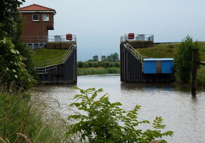 Hochwasserschutz am Hafenpriel in Freiburg (Elbe), Niedersachsen.