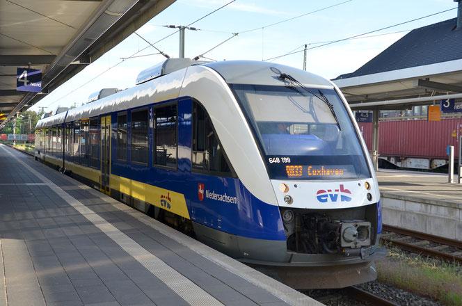 Triebwagen der Eisenbahnen und Verkehrsbetriebe Elbe-Weser (VT 648 ALSTOM Lint 41) in Bremerhaven, als RB 33 nach Buxtehude in Cuxhaven.