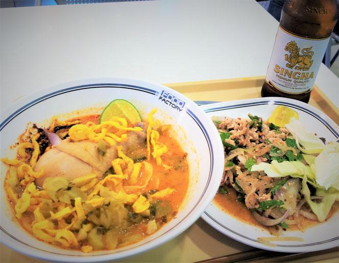 チェンマイ到着日の夜。フードコートで食べたタイ料理