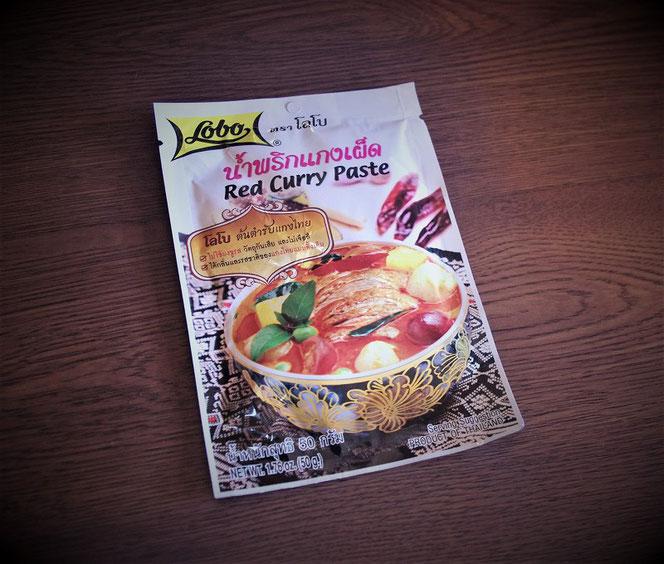 タイカレーのペースト。タイ旅行のお土産「ロボ・レッドカレーペースト(lobo red curry paste)」の写真