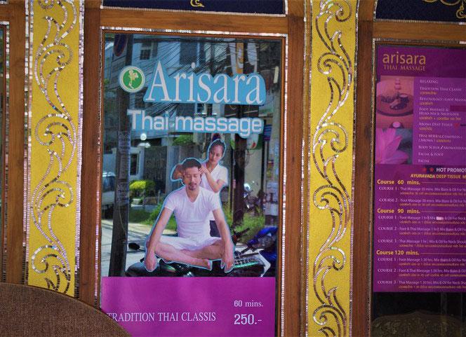 タイ古式マッサージ店 タイ・チェンマイのお店の入り口の写真 Thai massage