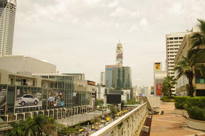 ゲイソンの屋上スペース。見晴らしもよく。ZENモール、セントラルワールドなど都会的なバンコクの風景が広がる[タイ・バンコク旅行(出張)写真ブログの画像]